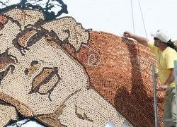 Трехмерное мозаичное панно из 300 тысяч винных пробок