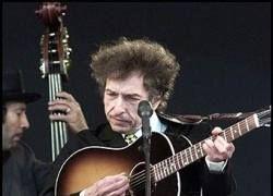 Боб Дилан будет торговать именными гармошками