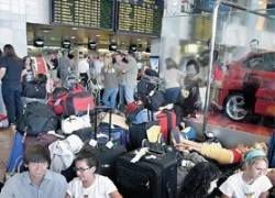 Тысячи пассажиров не могут вылететь из Великобритании