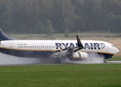 Еще один самолет Ryanair совершил вынужденную посадку