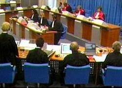Караджич отказался отвечать на обвинения трибунала