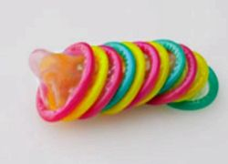 Камбоджийцы научились лечить прыщи смазкой для презервативов