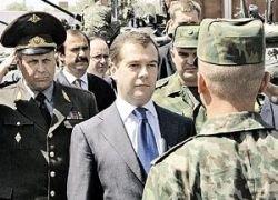 Медведеву показали боеготовность российских военных в Таджикистане