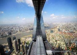 В Китае открылся для посещений «Всемирный финансовый центр»