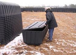 Зачем Америке 500 000 пластиковых гробов?