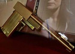 Похищен золотой пистолет из фильма о Джеймсе Бонде