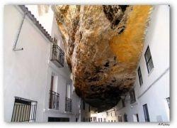Setenil de las Bodegas – город в скале