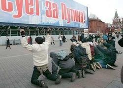 Культ Путина укрепляется, пока Медведев борется с трудностями