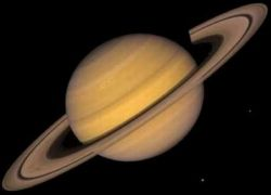 Получены новые снимки полюсов Сатурна