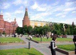 Из-за кризиса москвичи скупают бриллианты и экономят на одежде