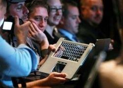 """Рынок \""""послал\"""" Apple с ее новым ноутбуком на 5% вниз"""