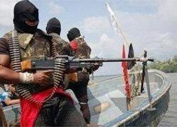 Сомалийские пираты решили не взрывать судно с украинскими танками