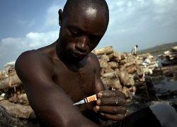 Как добывают соль в Уганде?