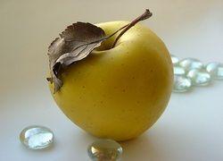 В Пекине гигантское яблоко продали за $10 тысяч