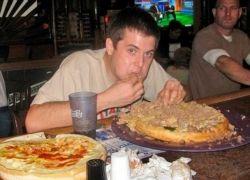 Американец съел 9-килограммовый гамбургер