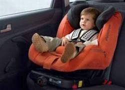 Многие родители покупают детские автокресла для гаишников