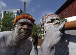 Австралийские аборигены перешли с алкоголя на бензин