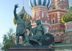 Памятник Минину и Пожарскому заменят копией и передвинут к Кремлю?