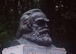 Финансисты потянулись в книжные за Карлом Марксом