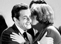 Ангеле Меркель не нравится, когда ее трогает Николя Саркози