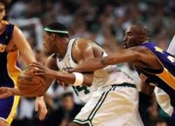 "\""Лос-Анджелес Лейкерс\"" назвали фаворитом чемпионата НБА"