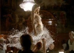 Чешская модель снялась в платье из воды