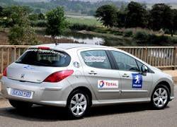 Водитель проехал 1600 км на 60 л бензина
