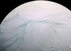 Энцелад - миниатюрный спутник Сатурна