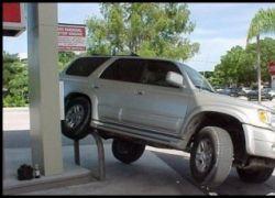 Оригинальный способ отучить водителя парковаться где попало