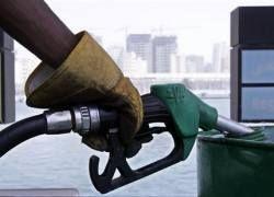 Почему не дешевеет бензин?