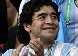 Аргентинские футбольные болельщики против Марадоны
