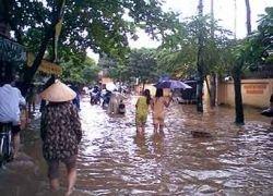 В результате наводнений во Вьетнаме погибли 19 человек