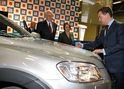 Дмитрию Медведеву показали, как делают машины