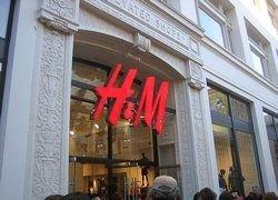 Продавец модной одежды H&M выходит на российский рынок в 2009 году
