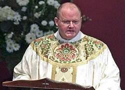 Католический священник отлучил сторонников Обамы от причастия
