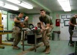 Танцы в исполнении морских пехотинцев