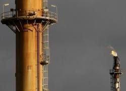 Мировую экономику обрушили высокие цены на нефть?
