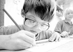 Развитие близорукости может зависеть от даты рождения
