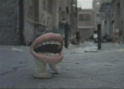 Ходячий рот рекламирует Xbox 360