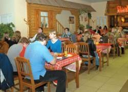 На питание вне дома россияне тратят в 14 раз меньше американцев