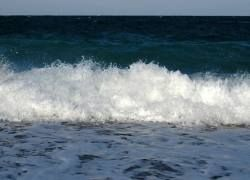 Как энергия волн переправляет морскую воду в горы