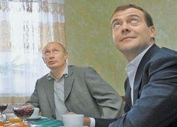 Россияне все меньше верят правительству, но все больше - президенту и премьеру