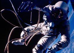 Астронавты NASA завершили третий выход в космос. Но работу сделать не успели