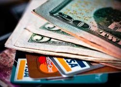 Банки повышают процентные ставки по уже выданным карточным кредитам