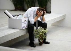 Безработные вытесняют работающих и снижают уровень зарплат