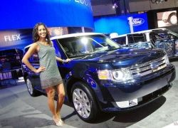 Девушки автосалона LA Auto Show 2008