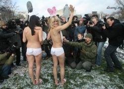 Члены PETA устроили акцию протеста в центре Москвы