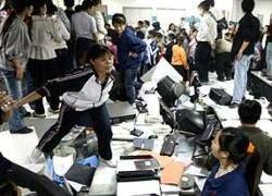 Уволенные рабочие разгромили фабрику в Китае