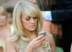 Мобильники знаменитостей, или звезды с iPhone и без