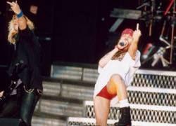 Guns N' Roses требуют денег или газировки